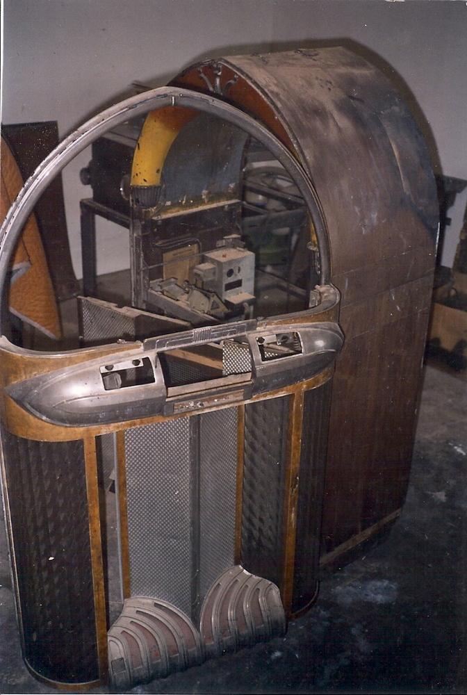before shot of wurlitzer 1100 JukeBox 5   Clarelle Furniture